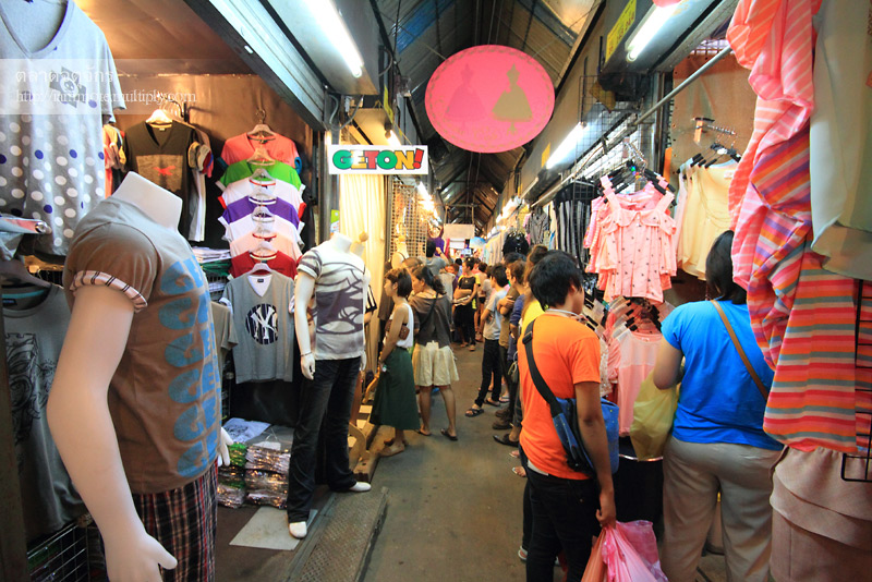 ตลาดนัดเสื้อผ้าขายส่ง (jj night market)