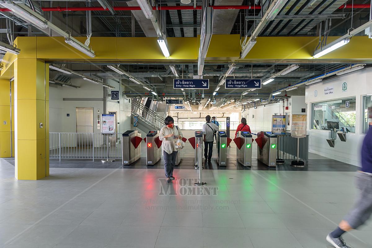 ภายในสถานีกรุงธนบุรีจุดเชื่อมไปยังสถานีสายสีทอง